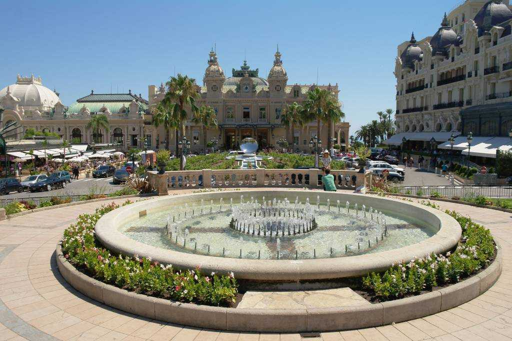 Hotel de Paris  ve Casino de Monte Carlo
