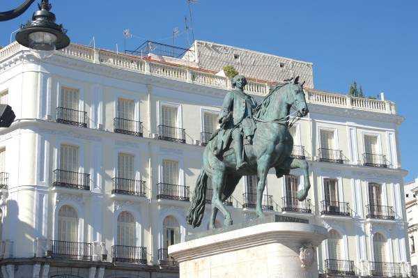 Kral III. Carlos'un heykeli - Puerta Del Sol - Madrid