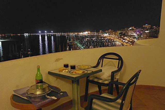 Tryp Bellver Otelinin 11. katından Palma Marina manzarası