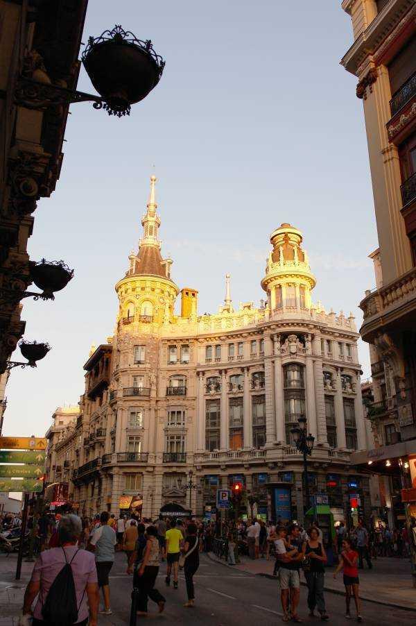 Meneses Binası - Plaza Canalejas