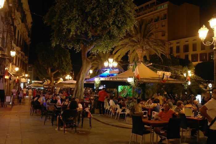 Cagliari merkezde restaurantlar ve caféler