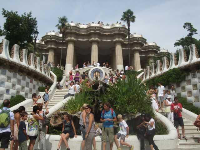 Park Güell'in girişindeki merdivenler