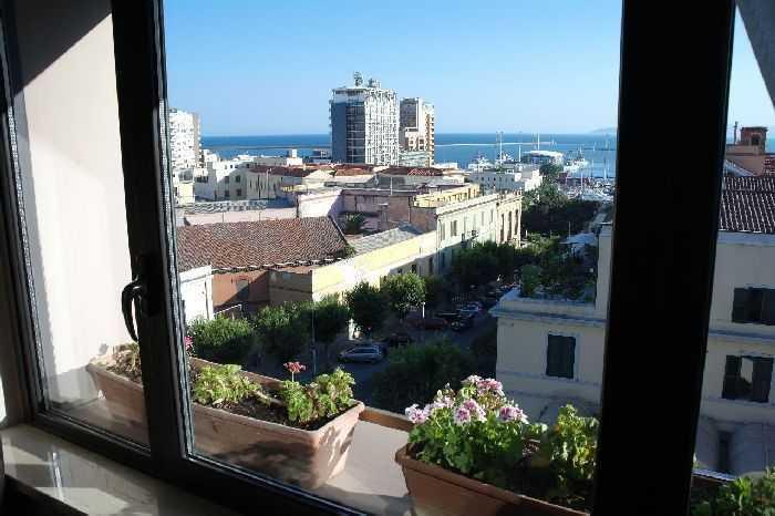 Regina Margherita Otel'den Cagliari manzarası