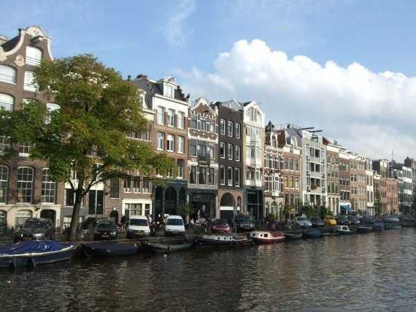 Amsterdam - Kanal kenarındaki evler