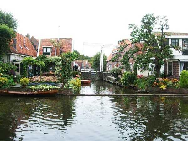 Edam kasabası evleri