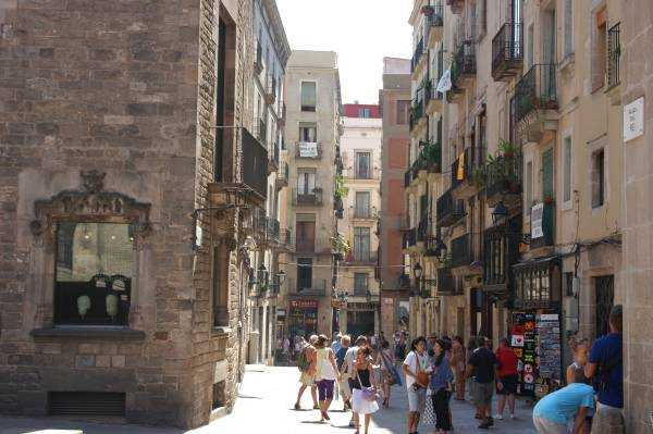 Barselona Katedrali'nin arka sokakları