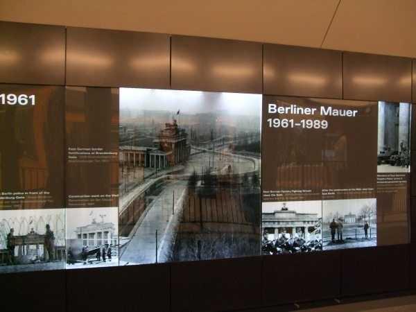Reichstag Parlamento Binası Metro İstasyonu