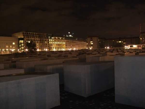 Katledilen Avrupalı Yahudiler Anıtı