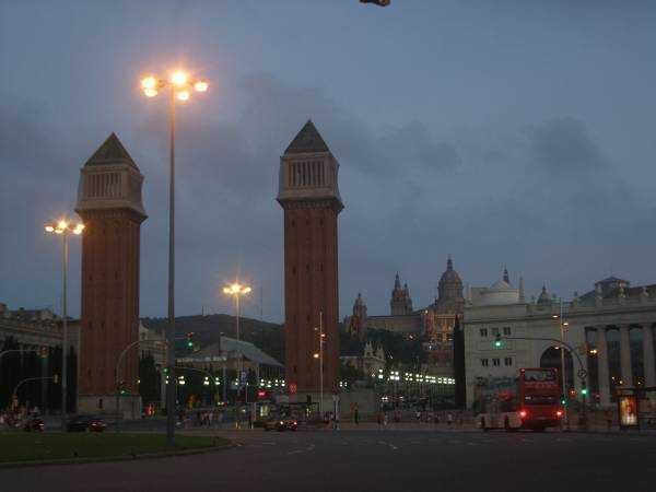 Avinguda de la Reina Maria Cristina & Torres Venecianes