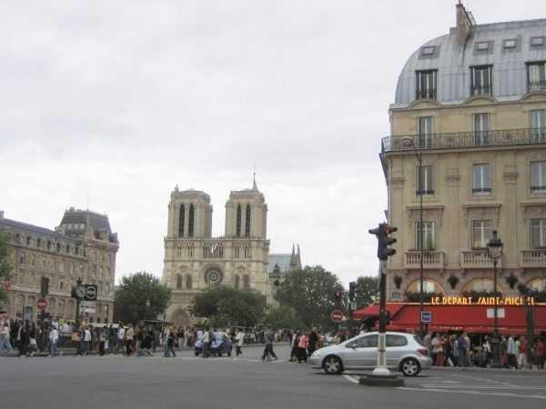 Notre Dame Katedrali civarı