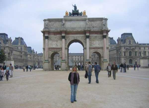 Louvre Müzesi girişi
