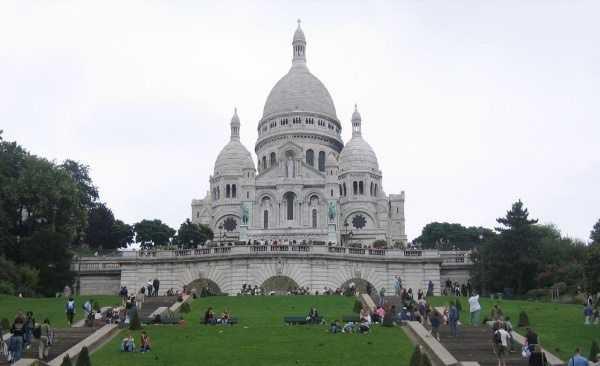 Montmartre Tepesi ve Sacre Coeur Bazilikası