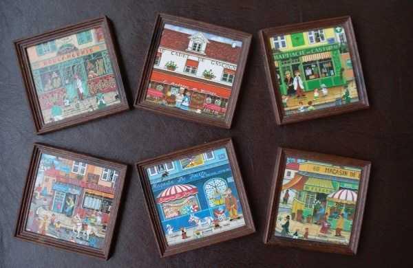 """""""Monmartre Village"""" dükkanından hatıralık bardak altlıkları"""