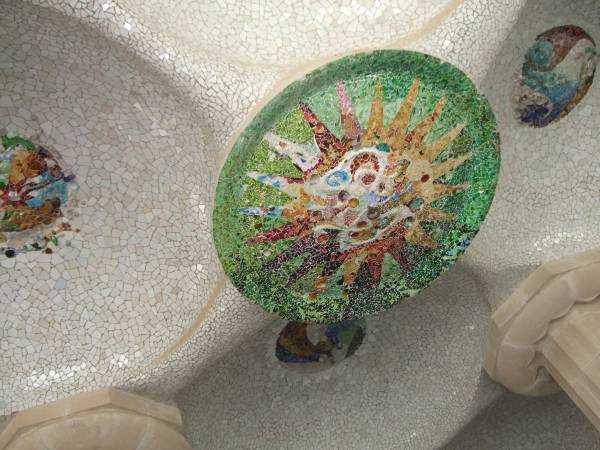 Park Güell'in tavan mozaikleri