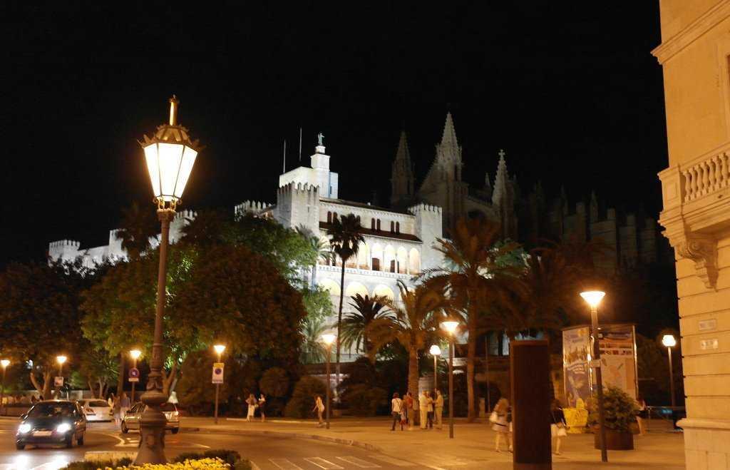 La Seu Katedrali ve  Almudania Sarayı