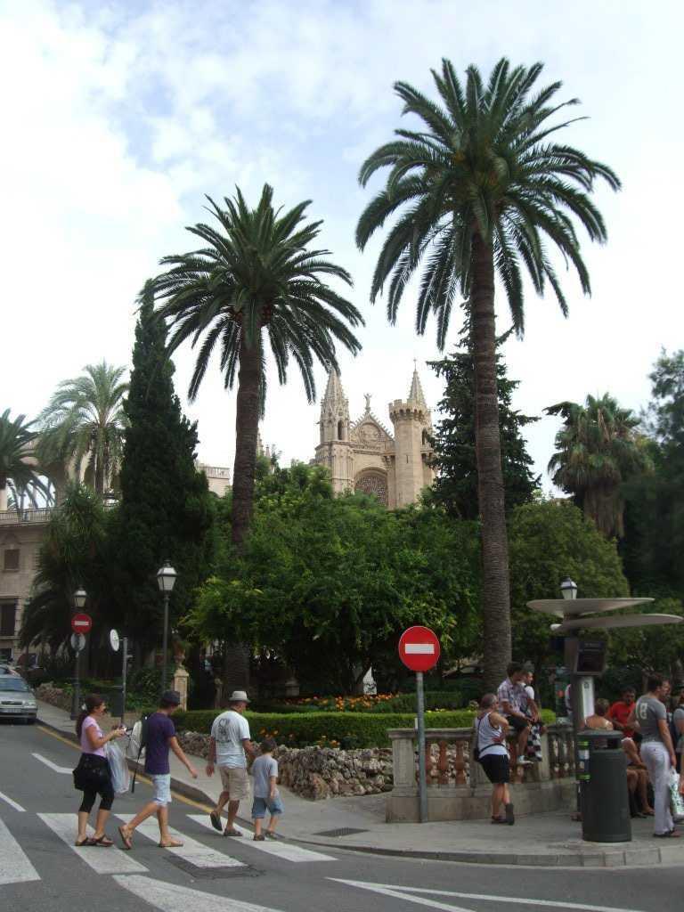 Plaça de la Reina ve arkada katedral