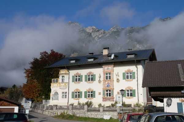 Garmish bölgesi - Dağın eteklerindeki evler