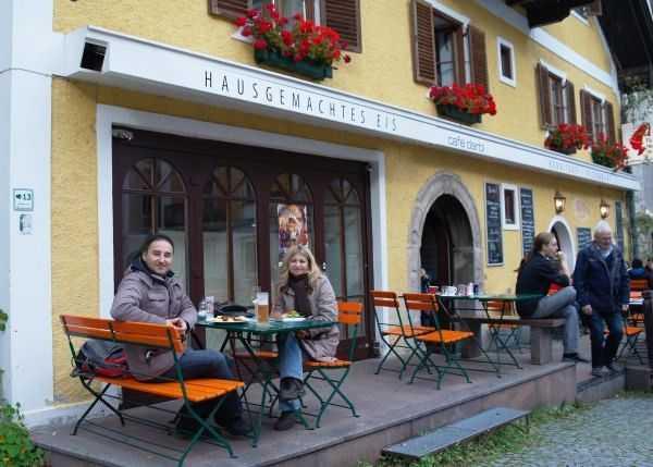 Hallstatt kasabasının merkezindeki meydanda bir mola :)
