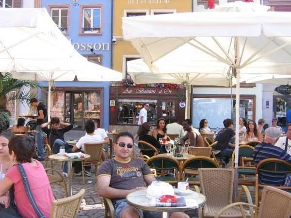 Place de la Reunion Meydanında bir kafe keyfi - Mulhouse