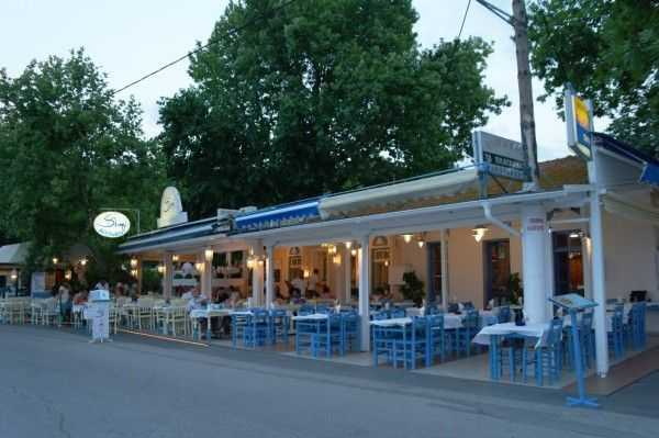 Thassos Limenas'da Simi Restoranı