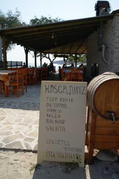 Restoranların önündeki tabelalardan biri...