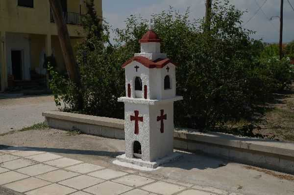 Yol kenarındaki küçük kiliselerden…