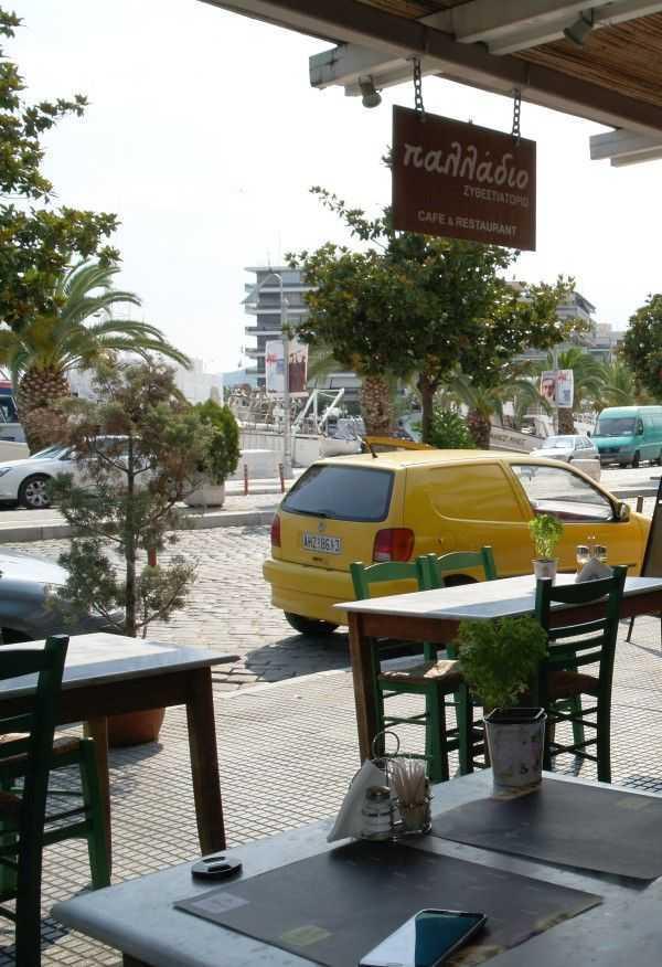 Kavala sahilinde güzel yemekleri olan bir restoran