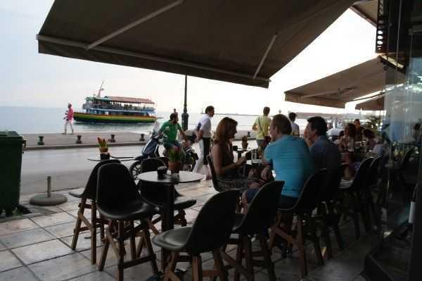 Selanik sahilde Nikis Avenue üzerindeki kafelerden biri...