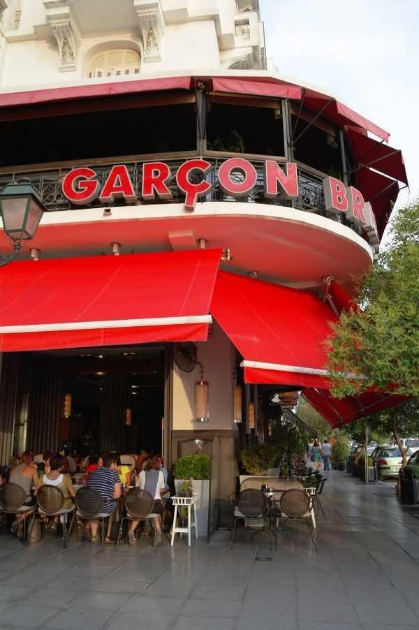 Selanik sahilde Nikis Avenue üzerinde bir kafe...