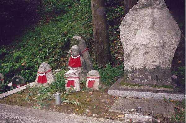 Çocukların koruyucusu tanrı heykelleri