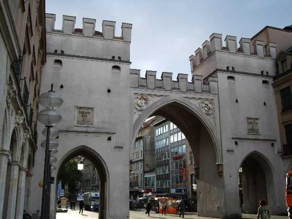 Karlstor Kapısı