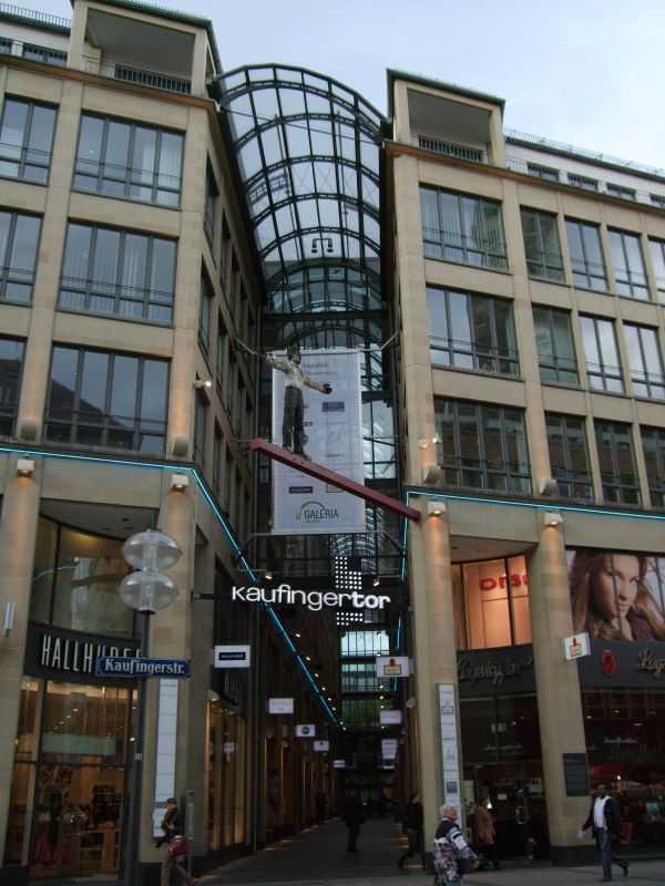 Kaufingerstrasse Caddesinde bir pasaj