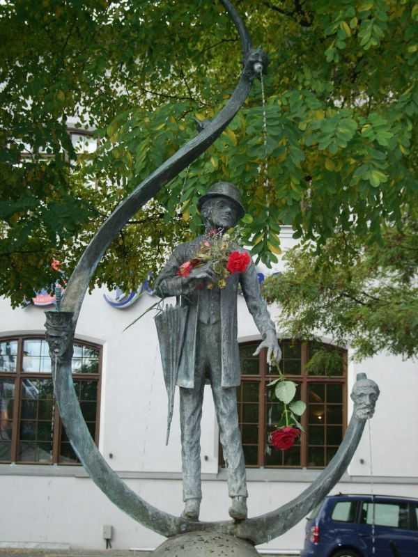 Karl-Valentin'in heykeli - Viktualienmarkt