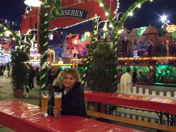 Oktoberfest'de gece Paulaner bira keyfi