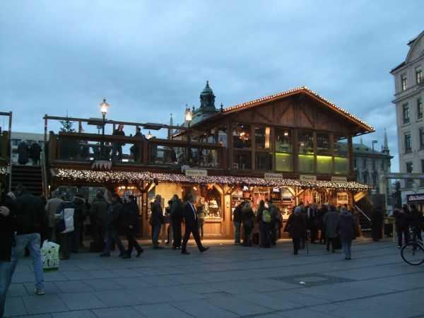 Karlsplatz Meydanı - Yeme-içme standları