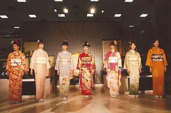 Kyoto El Sanatları Merkezinde kimono gösterisi