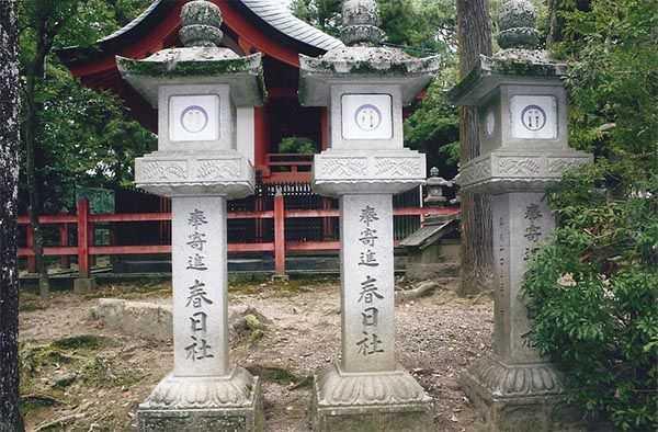 Nara Kasugo Taisi tapınağında ruhları aydınlatan fenerler