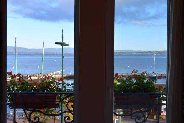 Leman Gölü - Evian Kasabasındaki otel odamızdan...