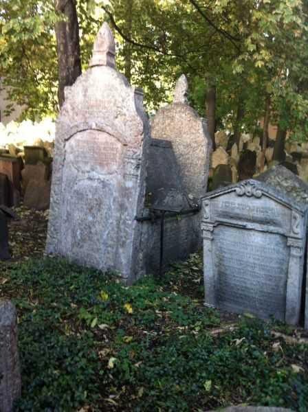Prag'da Yahudi Mezarlığı