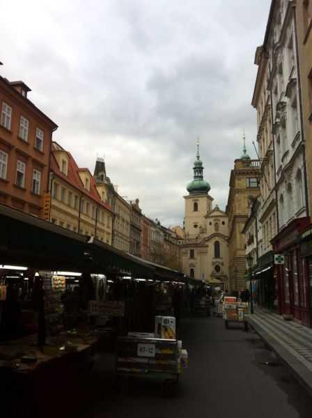 Prag'da sokak pazarı