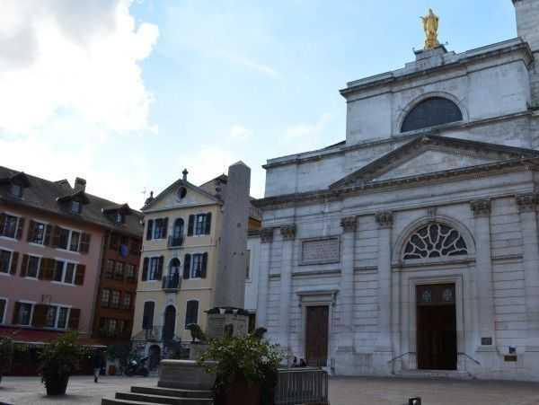 Eski Belediye Binası ve Notre Dame de Liesse Kilisesi, Annecy - Fransa