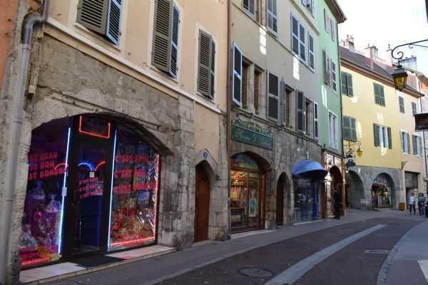 Annecy Alışveriş Caddeleri