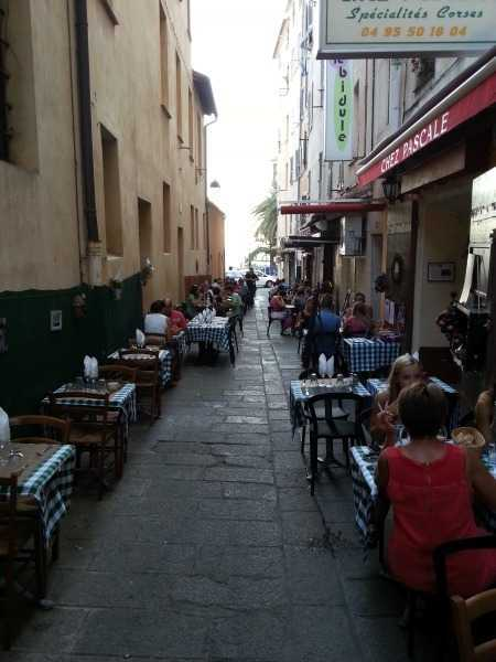Ara sokaklardaki şirin restoranlar