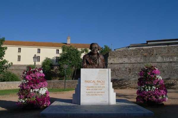 Citadel - Korsika'ya kısa süren bağımsızlığını hediye eden kahraman Pauli'nin Heykeli
