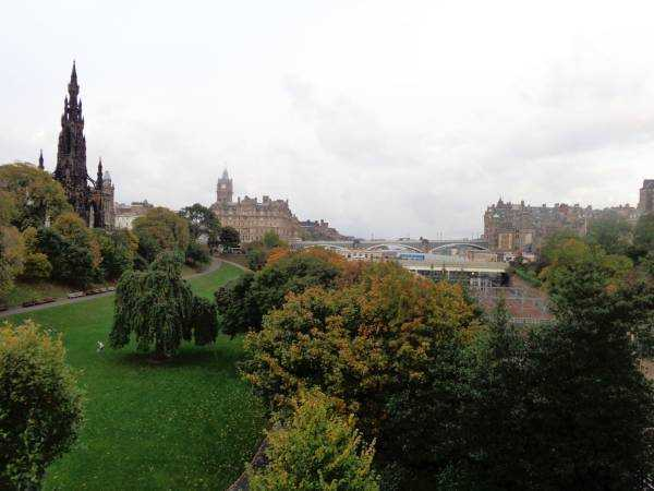 Princess Street Gardens ve Balmoral Hotel - Edinburgh