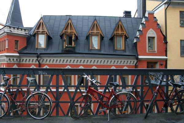 Yürüyüş rotasındaki apartman – Bellmansgatan Caddesi…