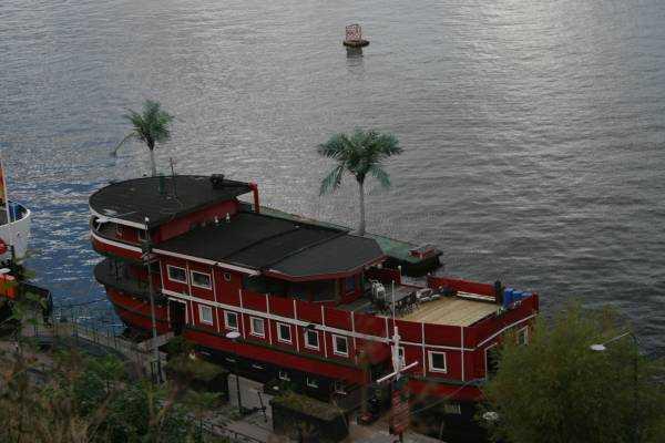Söder Malarstrand yüzer otel olarak hizmet veren tekneler...