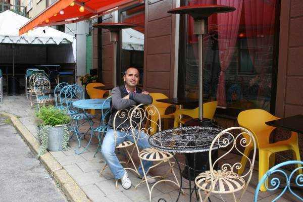 Timmermansgatan Caddesinde şirin bir kafe...