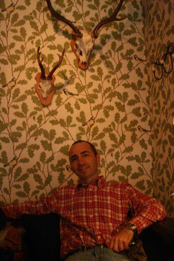 Djurgården'da Djurgårdsbrunnsbron köprüsü civarında mola verdiğimiz restoran-kafe…