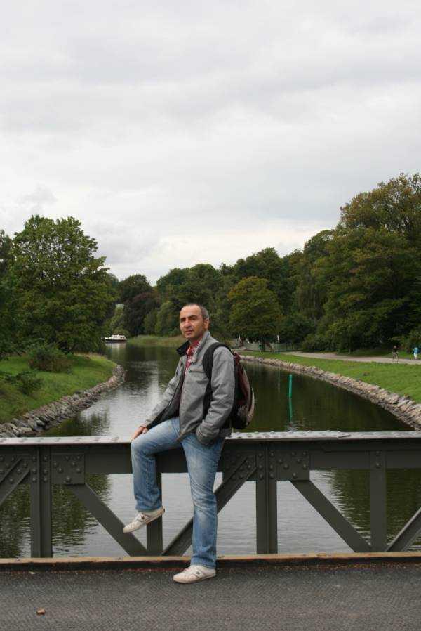 Djurgården mola verdiğimiz Djurgårdsbrunnsbron köprüsü çevresi...